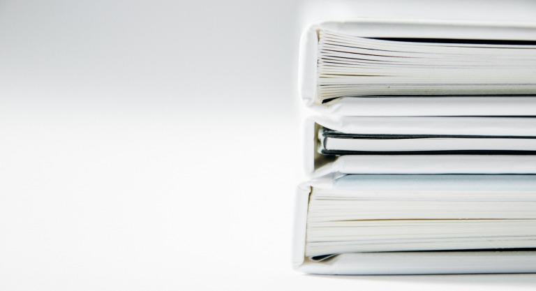 たまっている書類、活用しませんか?書類のデータ化で業務効率アップ